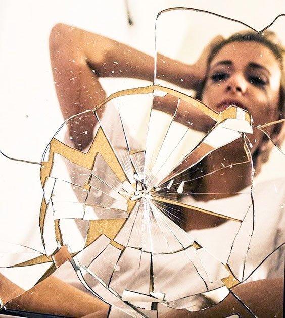 rompere uno specchio porta sfortuna